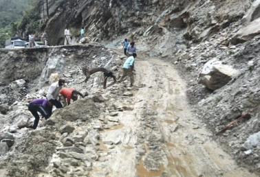 Around 500 people stranded due to landslide on Gangotri highway
